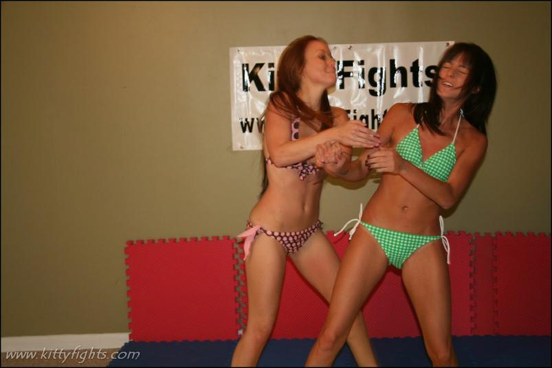boob Fight punching girls
